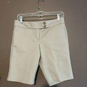 Ann Taylor Petites Shorts. Sz. 2P
